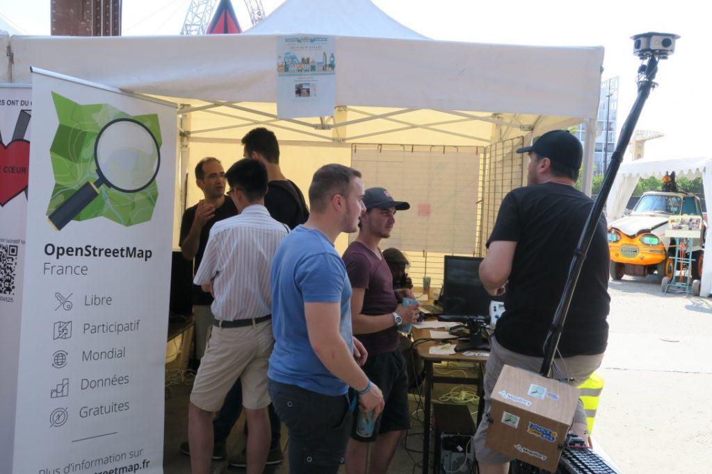 V4MBike et bicinéma sur le stand OpenStreetMap au Nantes Maker Campus 2018